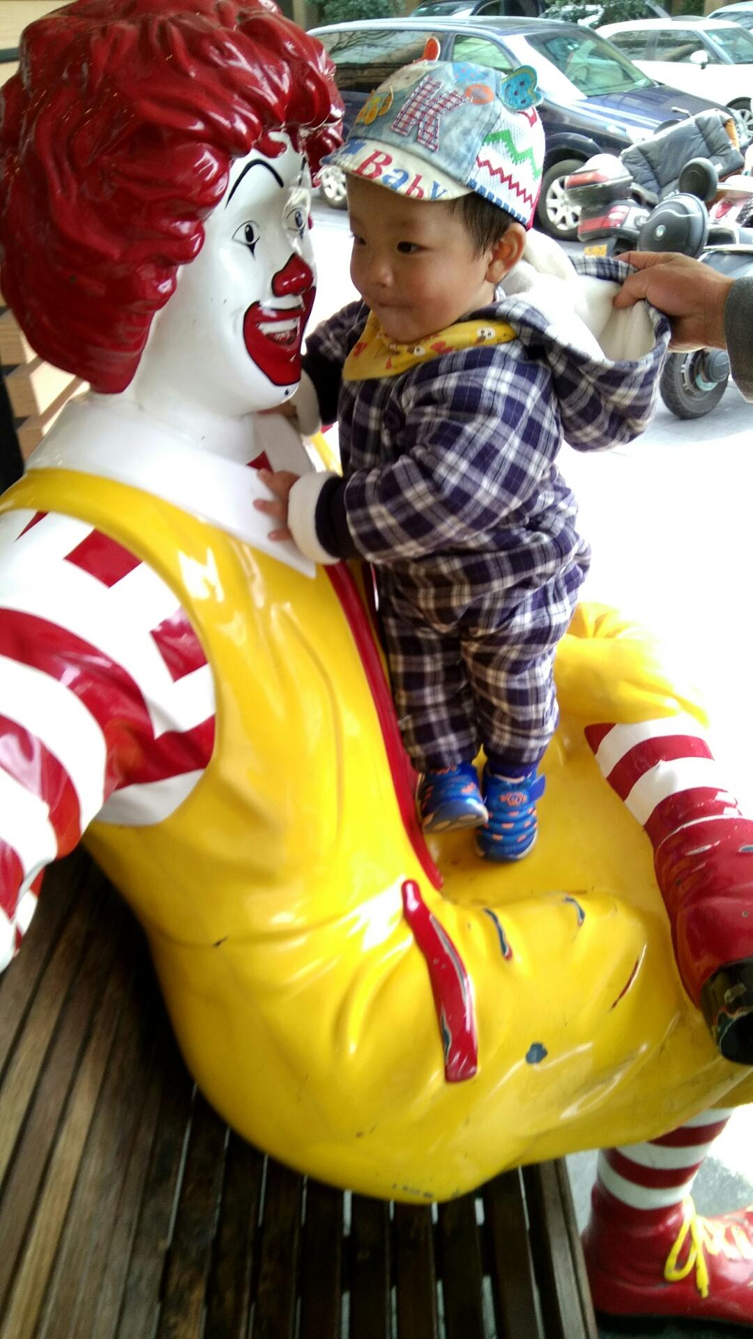 男宝宝一岁两个月,体重9公斤,身高76公分,早产