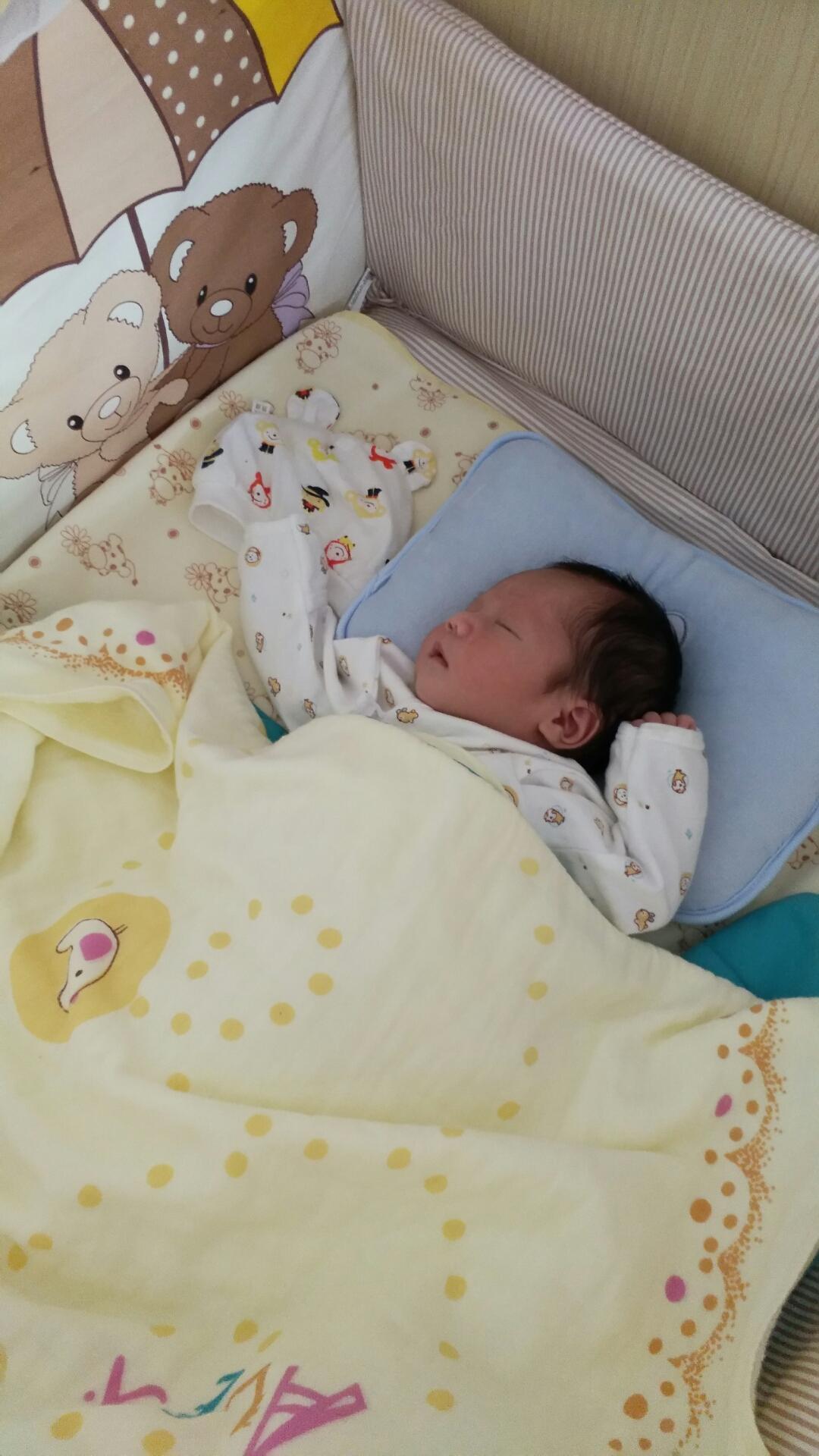 前段时间宝宝的头型睡得有点尖了,所以就让他图解梢怎么卷杠子烫发图片