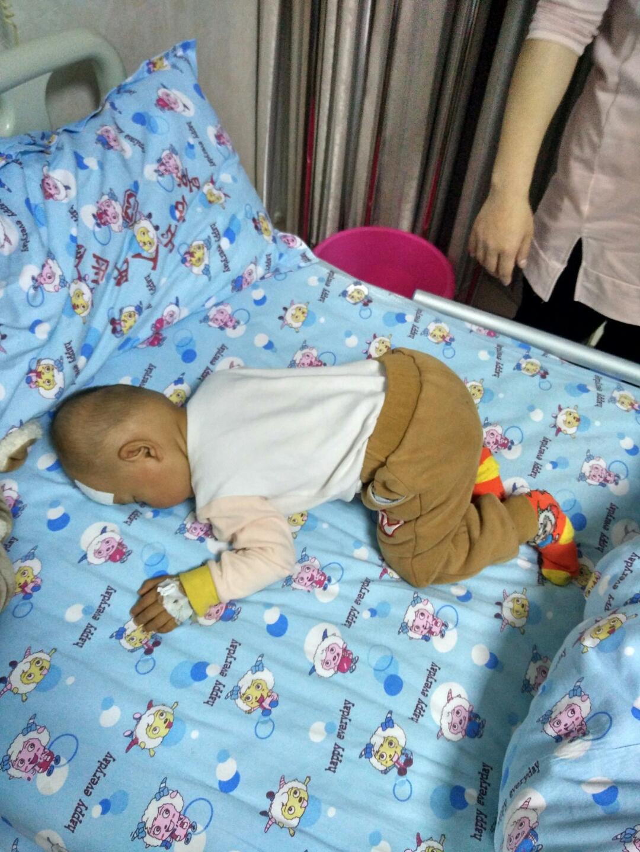 宝宝上吐下泻三天了在医院住院三天了,还是拉